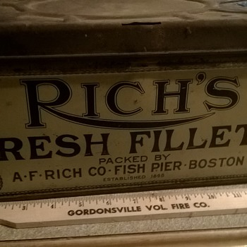 Large Rich's Fresh Fillet Shipping Tin