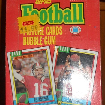 Store display box -1990 Topps football cards. - Football