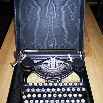 Smith &amp; Corona typewriter - Office