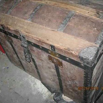 Antique trunk with no markings?