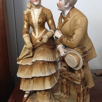 Figurine man and lady vase