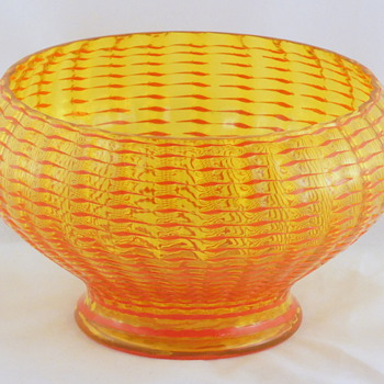 "Kralik shapes # 7 The ""basin"" bowl  - Art Glass"