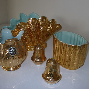 A few Savoy Gold China pieces - Pottery