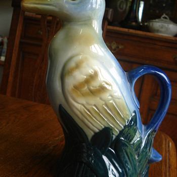 A bird pitcher of La Riojana - Art Pottery