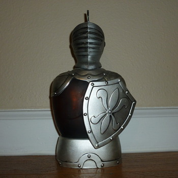 Old looking Knight/shield musical liquor decanter made in Japan