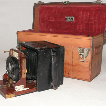Sinclair & Co. Ltd, James A. | Una | 1926? | 2 1/4 x 3 1/4. - Cameras