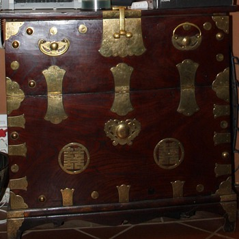 Chinese wedding chest - Furniture