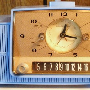 1958 General Electric Model C-4808 Clock Radio - Radios
