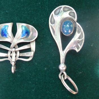 arts & crafts/nouveau/jugendstil hat pin tops/pendants - Art Nouveau