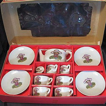 1965 Woolworth Childs China Tea Set