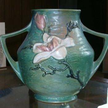 Roseville Magnolia Vase 91-8 - Art Pottery