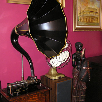 Edison Triumph model B C1906, cygnet horn - Records