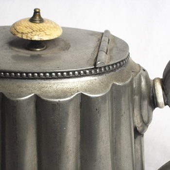 Antique Edwardian pewter teapot Poss Att to R. Richardson of Sheffield,Circa 1900-09