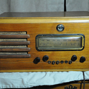 RCA Short Wave/AM Tube Radio - Radios