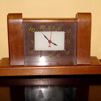 1935 Lackner Neon Glo Mantle clock - Art Deco