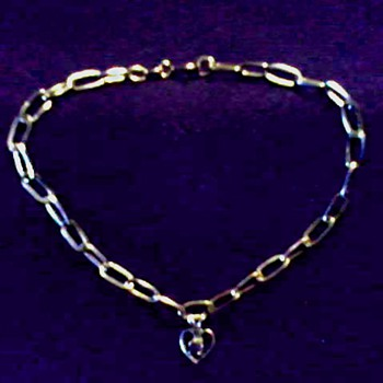 Italian Vior 14K Gold Charm Bracelet / Heart Shaped Charm with Amethyst / Circa 20th Century