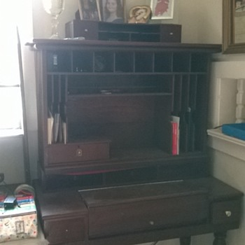 please help me identify my desk. - Furniture