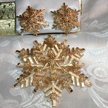 Crown Trifari Snowflake Brooch & Earrings - Costume Jewelry