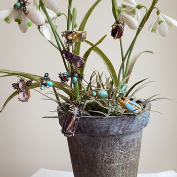 Bugs in pot! - Fine Jewelry