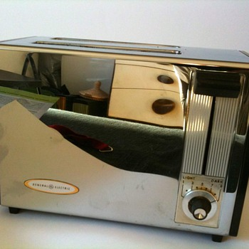 General electric toaster 16T142. I wonder from which year it is. Looks 80's to me. Can someone precise the date?