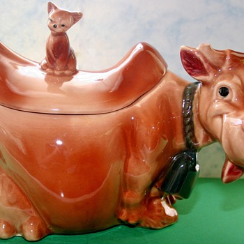 1950&#039;s Brush Pottery W10 Cow With Cat Finial Cookie Jar - Kitchen