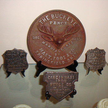 EARLY 20TH CENTURY FENCE BADGES - Advertising