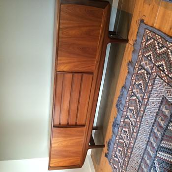 Mid-century sideboard / credenza