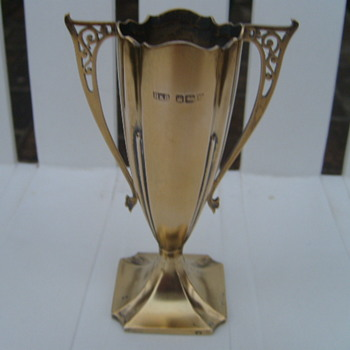 ROBERTS & BELK ENGLAND C.1912 STERLING SILVER / GOLD CUP ?? - Sterling Silver