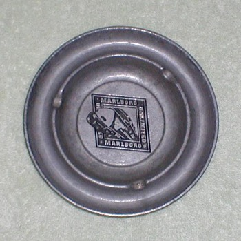 Marlboro Unlimited Ashtray - Tobacciana