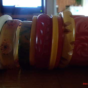 Bakelite collection - Costume Jewelry