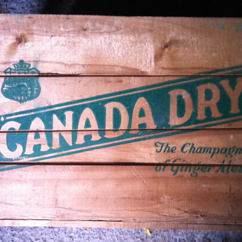 Canada Dry wooden crate. - Advertising