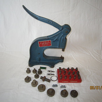 Late 1940's Postwar Lionel Train Service Station Rivet Press Tool Set ST-350 - Model Trains