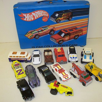 1975 Mattel Hot Wheels case with mixed vehicle collection + Matchbox - Model Cars
