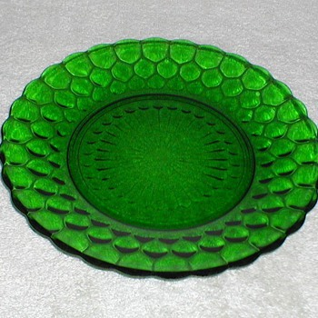 Bubble Pattern Green Glass Plates