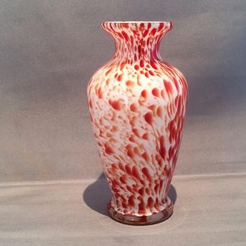"Stunning vase 5 1/2"" high - Art Glass"