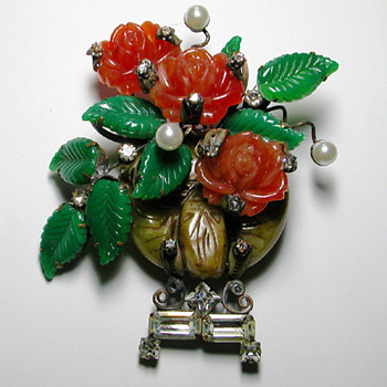 Sensational floral glass sculpture brooch. Signed LAWRENCE VRBA