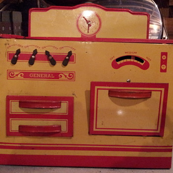 General Metal Toys Canada.  Play Stove and Bakng Cabinet