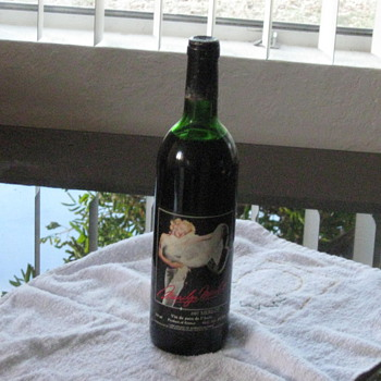 1987 Marilyn Monroe wine - Bottles