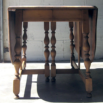 American Chair Butterfly Extension Table No. 4817
