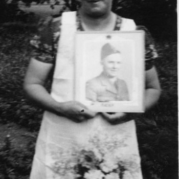 Grandmother & fallen son - Military and Wartime