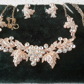 New find......very sparkly necklace and earrings set!! - Costume Jewelry
