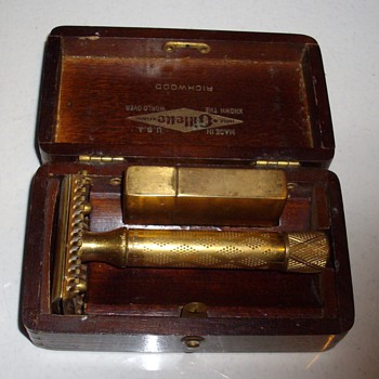 1922 Gillette safety razor w/box & blade case. - Accessories