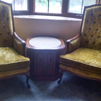 1963 Living Room Suite with 3 matching end tables - Furniture