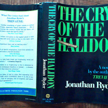The Cry of The Halidon by Jonathan Ryder (Robert Ludlum)