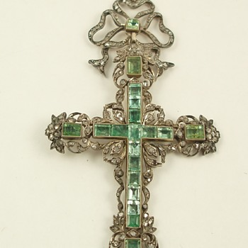 Late 18th Century Emerald and Diamond Cross