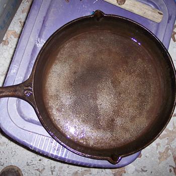 CAST IRON SKILLET # 16 UNKNOWN MAKER - Kitchen