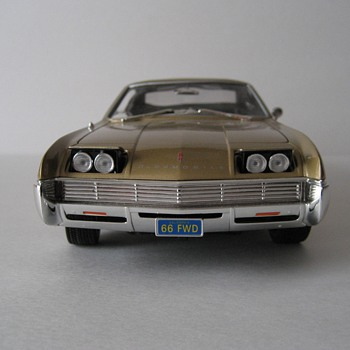 1966 Oldsmobile Toronado Die-cast - Model Cars