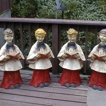 VINTAGE CHRISTMAS CHOIR LAWN DECOR LOOKS LIKE 1940S OR EARLIER ANY IDEAS