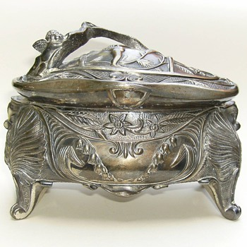 A Favorite Jewel Box Manufactured by P.A. Coon c1908 - Art Nouveau