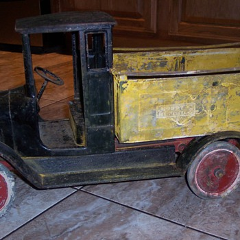 1920's Buddy L ice delivery truck, before an after restoration.